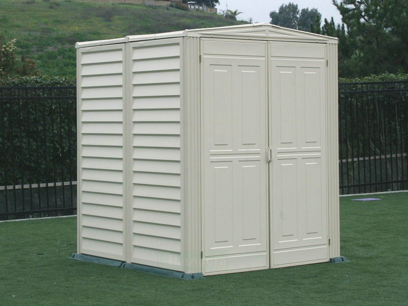 Duramax 5 39 x5 39 garden shed 1 6mx1 6m landera for Outside storage shed